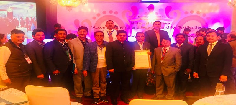 Dc Handicrafts Along With Officials During National Textile Conclave